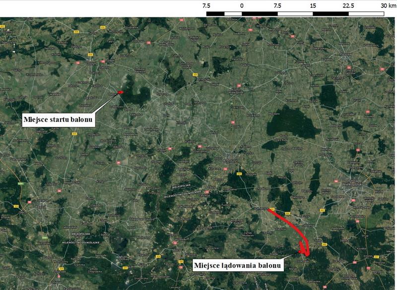 Trasa lotu balonem zaznaczona naortofotomapie. Brak ciągłości czerwonej linii, którałączy punkty zarejestrowanego położenia balonu, wynika zfaktu, iż łączność ztrackerem GPS została napewien czas utracona.