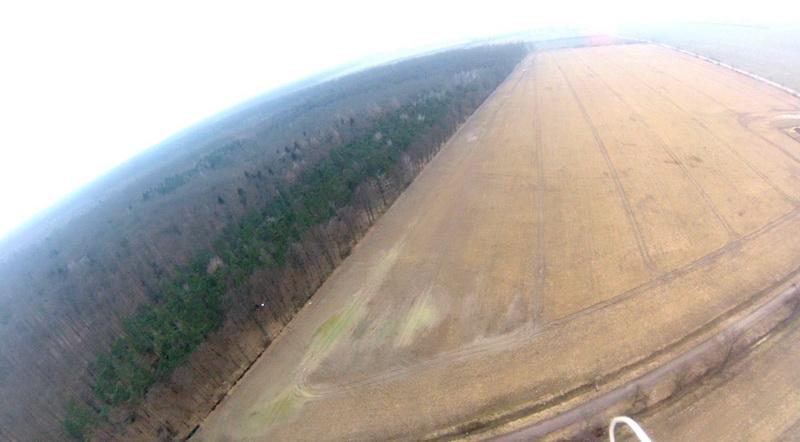 Obraz zarejestrowany chwilę postarcie. Zlewej strony jest widoczny las objęty działaniami wramach projektu HESOFF.