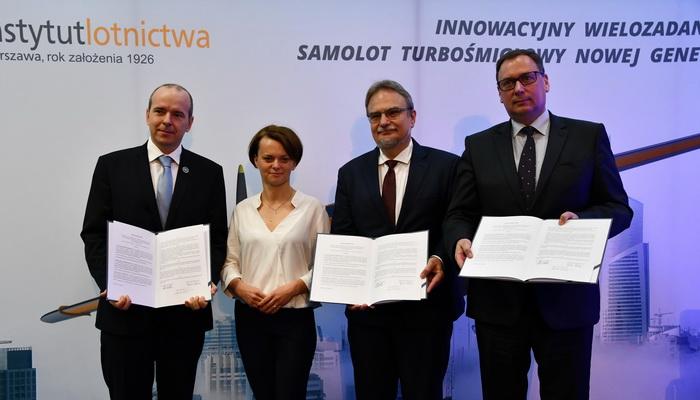 Podpisanie listu intencyjnego w sprawie budowy samolotu ILX-34 | | Signing a letter of intent on the construction of the ILX-34 aircraft