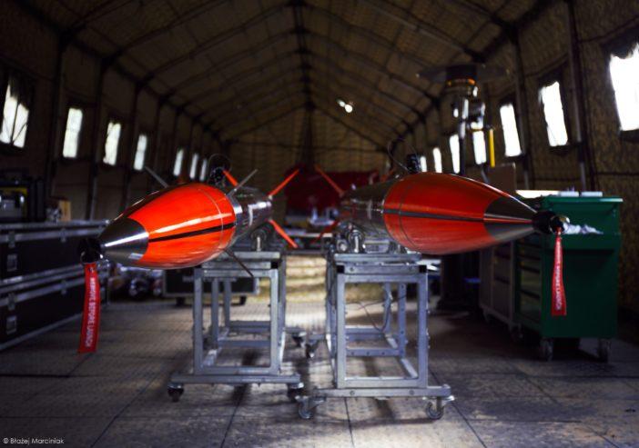 Przygotowane dolotu dwie rakiety ILR-33 Bursztyn - wkonfiguracji standardowej orazsterowanej.