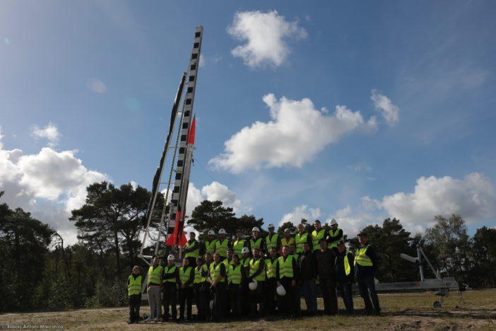 Zespół Instytutu Lotnictwa wraz zprzedstawicielami Polskiej Agencji Kosmicznej napoligonie CP SP Ustka.