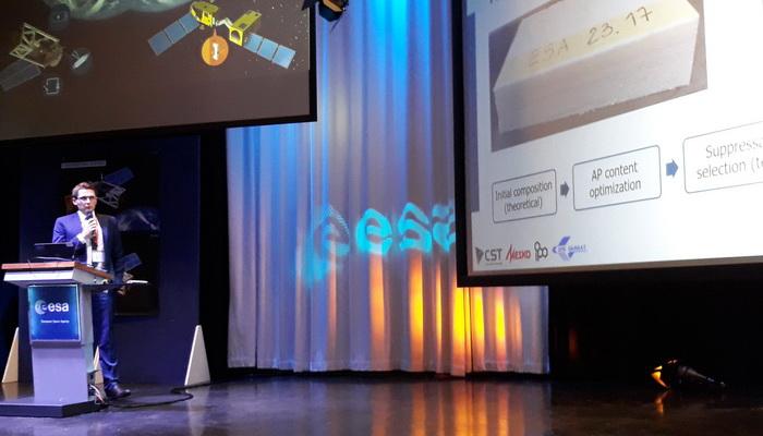 Clean Space Industry Days 2018. Prezentacja inż. Pawła Nowakowskiego z Instytutu Lotnictwa | Paweł Nowakowski from the Institute of Aviation giving a presentation during the Clean Space Industry Days 2018